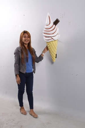 Hanging Ice Cream Small - Chocolate 3ft (JR 170052c)