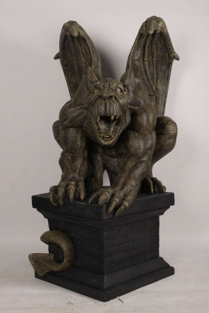 GIANT GARGOYLE ON PLINTH - JR 190048