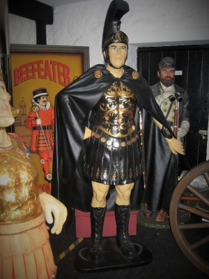 Roman Centurion 6ft in black (JR 1714A)