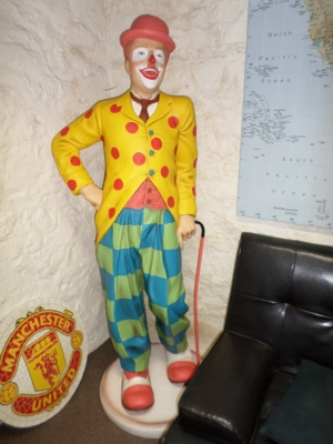 Clown Standing (JR 3156)