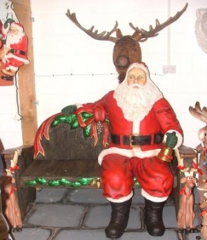 Santa sitting on Bench lifesize (JR 2465A+B)