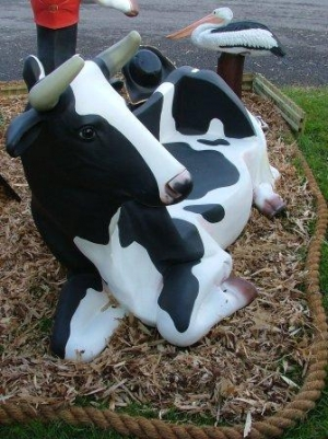 Cow Bench Life-size (JR 2322)