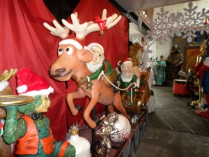 Elves with Santa, Sleigh and Reindeer (JR HY)