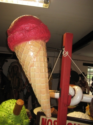 Hanging Ice Cream Small - Strawberry 3ft (JR 130018s)