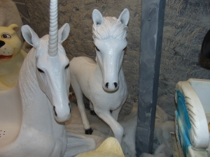 Pony- White (JR 170161)