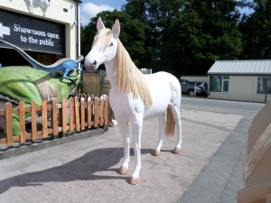Horse Life-size in White (JR 1694)