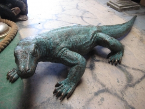 Komodo Dragon small in bronze 5.5ft (JR 120017b)