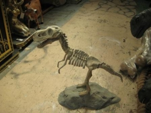 Dino Skeleton with base (JR R-047)