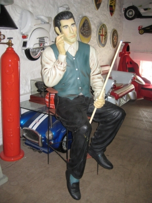 Pool Player seated Life-size (JR 1647)