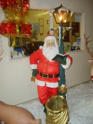 Santa with Lamp post life size (JR 1749)