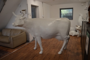 Cow - Smooth White head up with horns (JR SB001)