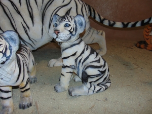 Tiger Cub sitting down - Siberian White (JR 110123)