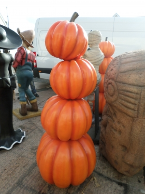 Stacked Pumpkins (JR C-166)