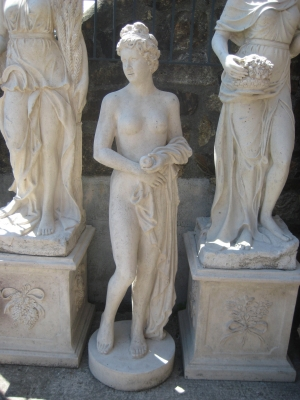 Venus holding an apple - JR 090041