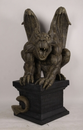 GIANT GARGOYLE ON PLINTH - JR 190048 - Thumbnail 01
