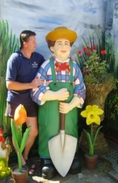 Gardener Male with Spade Life-size (JR 1509)
