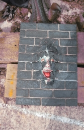 Brick Panel with Scary Face (JR S-001) - Thumbnail 01
