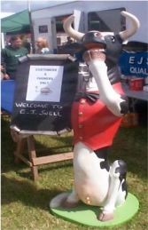 Skinny Cow Butler with Menu-Board 5.5ft (JR 1773) - Thumbnail 02