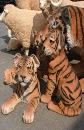 Tiger Cub Sitting (JR 080149) - Thumbnail 03