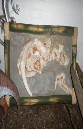 Dino Skeleton head with Sabre Tooth - wall mounted (JR R-085) - Thumbnail 01