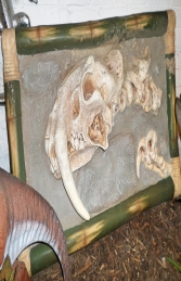 Dino Skeleton head with Sabre Tooth - wall mounted (JR R-085) - Thumbnail 02