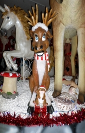 Funny Moose 5ft Sitting with Gifts (JR 110002) - Thumbnail 01