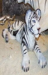 Tiger Cub Lying down - Siberian White (JR 110122) - Thumbnail 02
