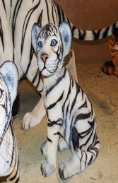 Tiger Cub sitting down - Siberian White (JR 110123) - Thumbnail 02