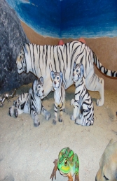 Tiger Cub sitting down - Siberian White (JR 110123) - Thumbnail 03