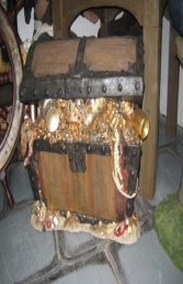 Pirates Treasure Chest ajar (JR R-079)