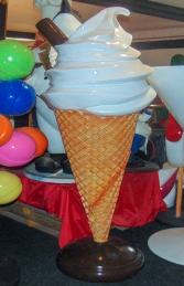 Standing 6ft Whippy Ice Cream (JR 180053P) - Thumbnail 03