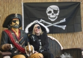 KIRSTY WITH CAPT HOOK