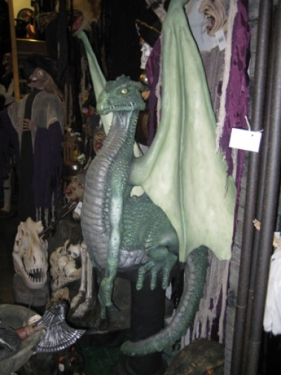 DRAGON 7FT ON PLINTH